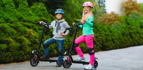 Книжка за мотопед, каска и жилетка ще изискват за карането на електрическа тротинетка