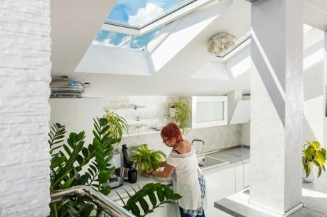 Как къща на 120 години се преобрази в модерна слънчева мансарда (снимки)