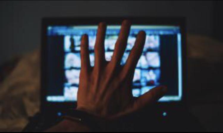 Хакери пуснаха порно на екраните на спортен магазин (ВИДЕО)