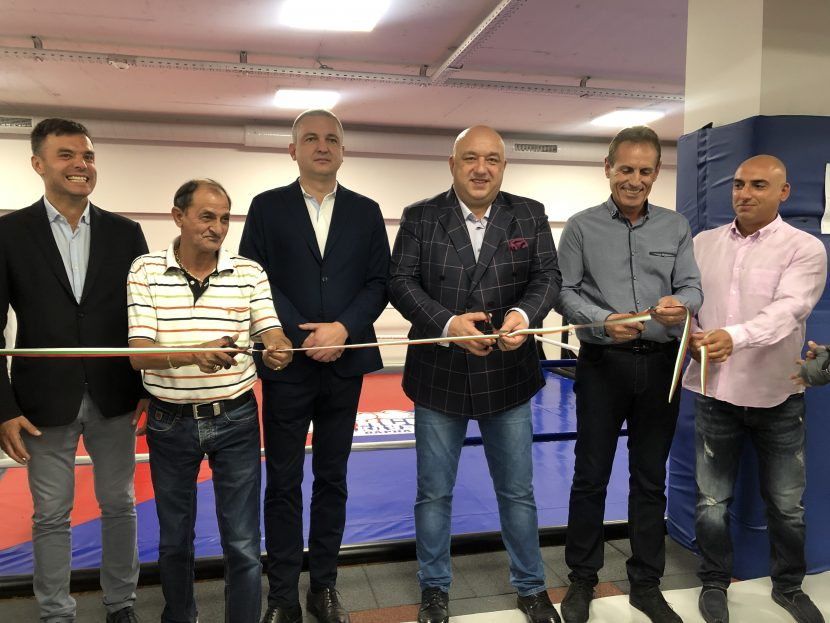 Министър Кралев откри боксова зала във Варна (снимки)