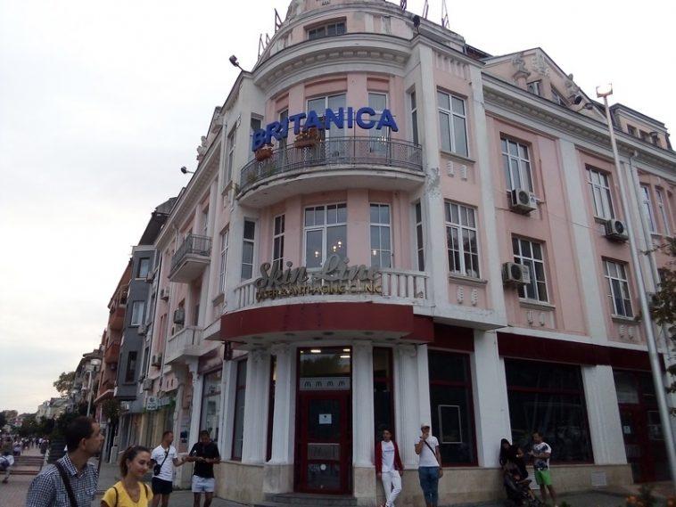 """Затвориха """"Макдоналдс"""" в центъра на Варна (снимки)"""