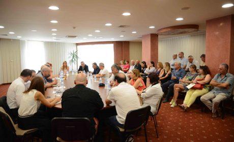 Кметът Иван Портних участва в среща с хотелиери в Златни пясъци