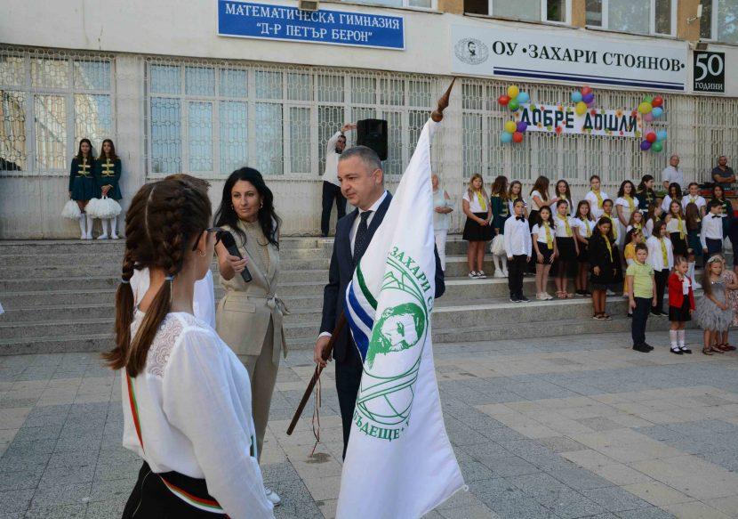С настроение и слънце стартира учебната година във Варна (снимки)