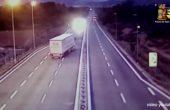 Разсеян шофьор разля 32 000 литра джин на магистрала
