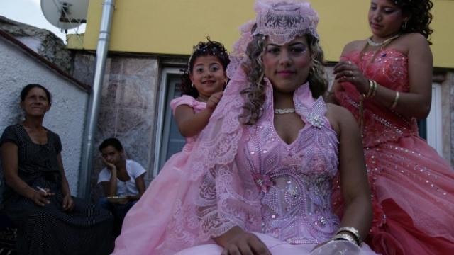 Пазарът на булки сред ромите калайджии – вече в социалните мрежи