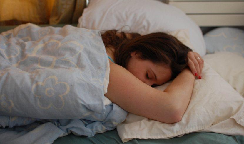 Кой спи повече – мъжете или жените?