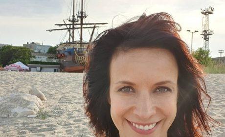 Чаровницата Яна Маринова: Влюбена съм във Варна!