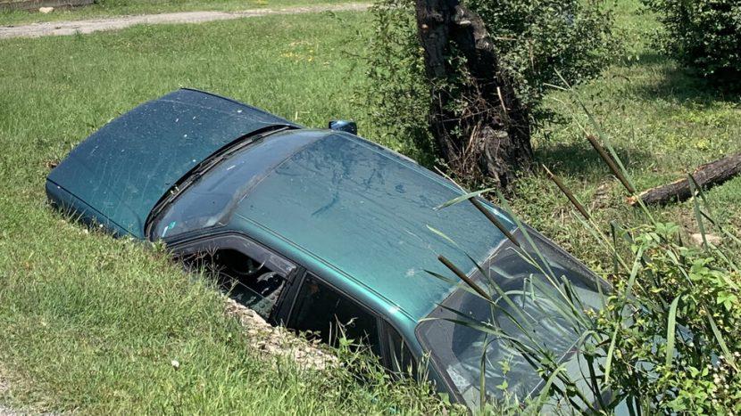Две коли се обърнаха в канавки във варненско