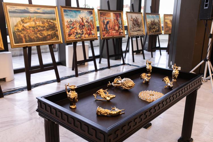 Варна е домакин на интерактивна изложба на исторически картини, скулптури и съкровища (снимки)