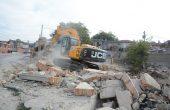 Премахват още 15 опасни постройки в Максуда (снимки)