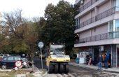 Продължават ремонтите в малките улички във Варна (снимки)