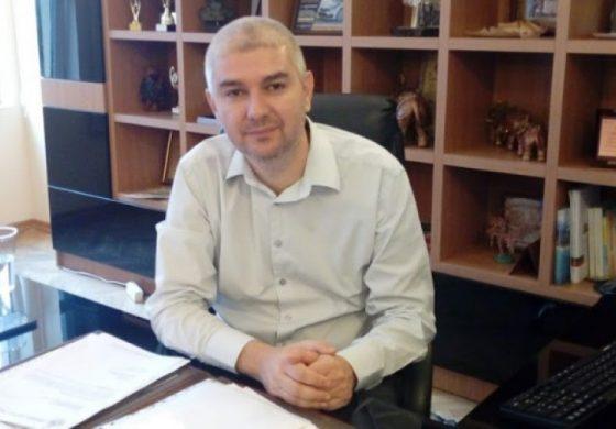 Емануил Манолов печели изборите на първи тур