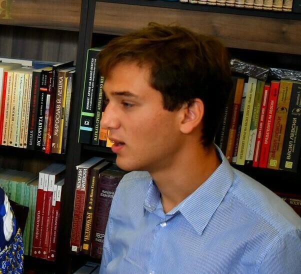 Варненски ученик грабна специалната награда на журито в престижен национален литературен конкурс