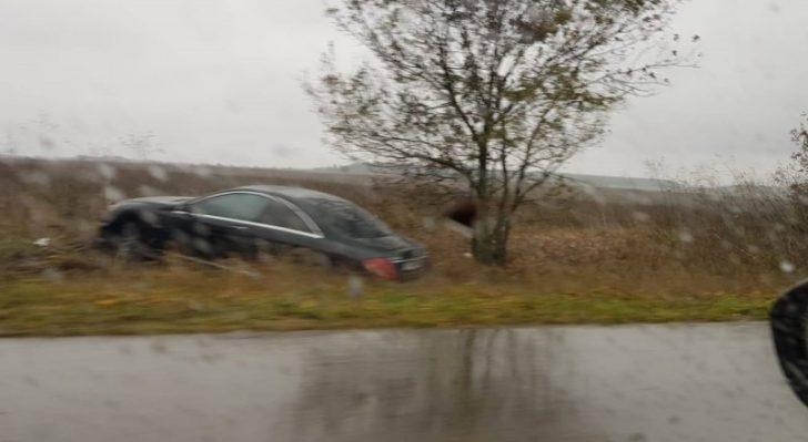 Три коли в канавките по пътя за Добрич