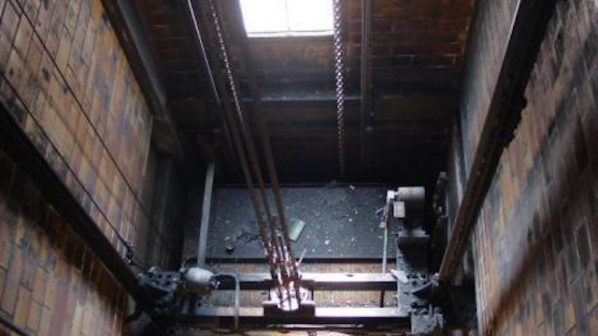 Крадци задигат части от асансьори във Варна (ВИДЕО)