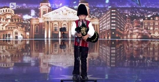 """Шестгодишен гайдар от Аксаково шашна журито на """"България търси талант"""" (ВИДЕО)"""