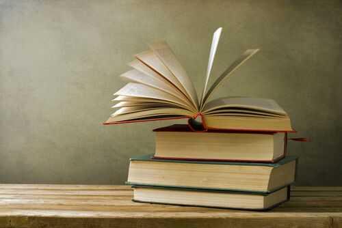 Шишенца от козметика или медикаменти за рециклиране срещу книги