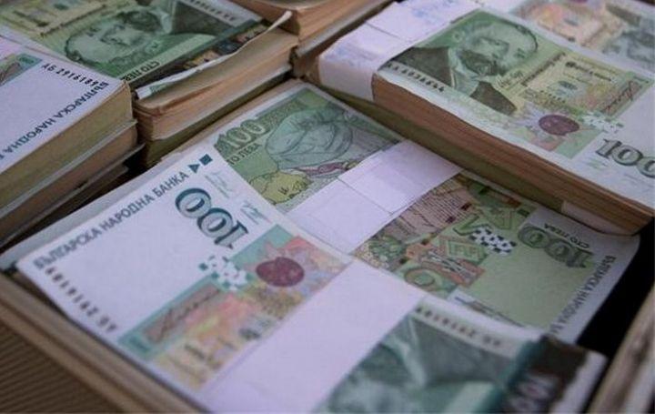 Банкерката от Варна предавала по куриер парите на виртуалното си гадже