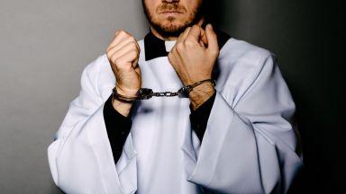 Вкараха за 87 години в затвора свещеници-педофили, малтретирали глухи деца