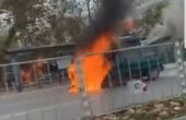 Кола изгоря като факла до стадион