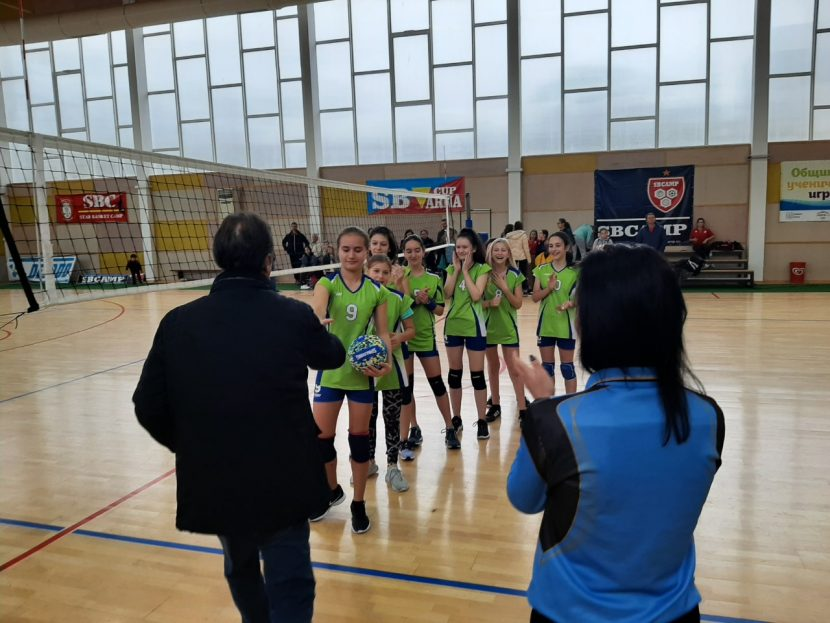 8 отбора се включиха в ученически турнир по волейбол