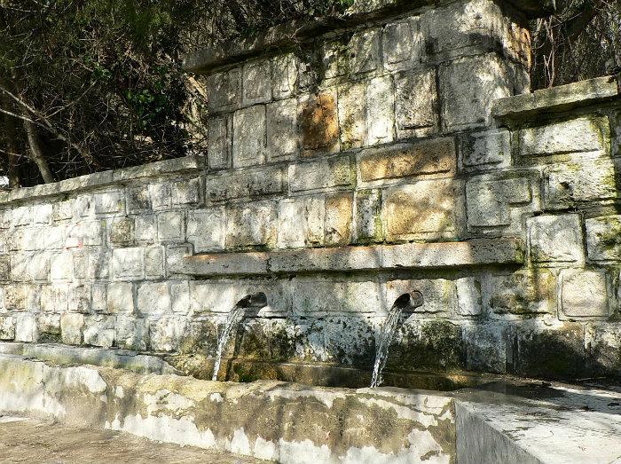 """Водата от чешмата на """"Аладжа манастир"""" е негодна за пиене"""