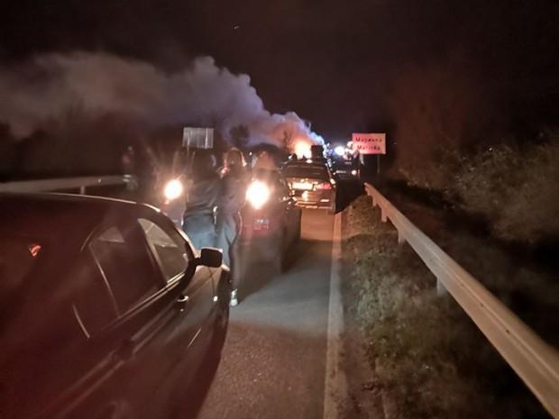 Извънредно: Автобус пламна в движение край Маринка!