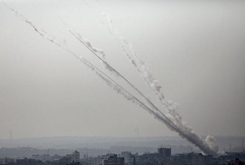 В Израел летят ракети, МВнР съветва българите там да търсят бомбоубежища (ВИДЕО)