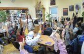 Ученици от Варна се срещнаха с поетесата Елена Мури