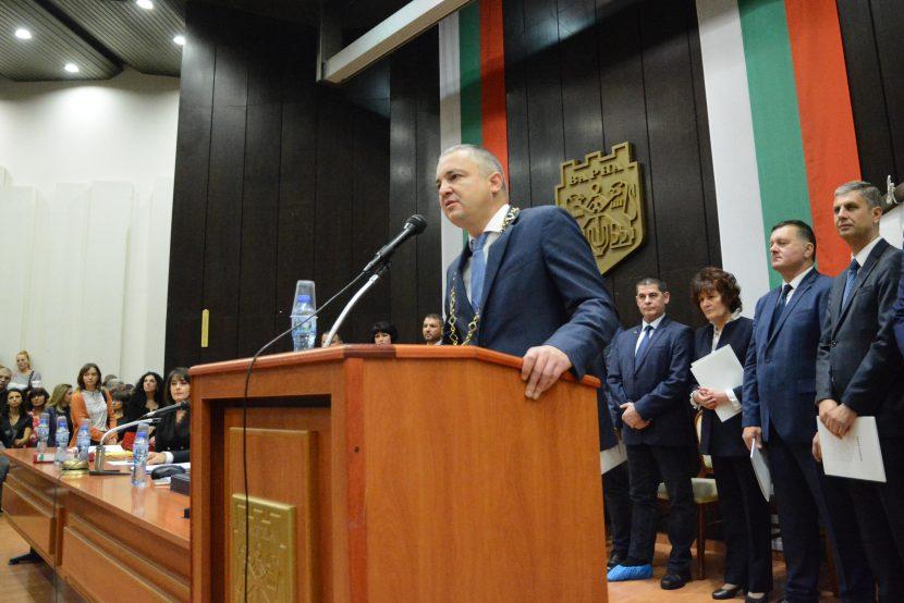 Кметът Иван Портних: Нека да строим мостове, а не стени