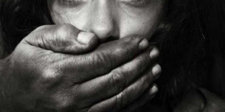 Край Варна: 40-годишен изнасили родната си дъщеря