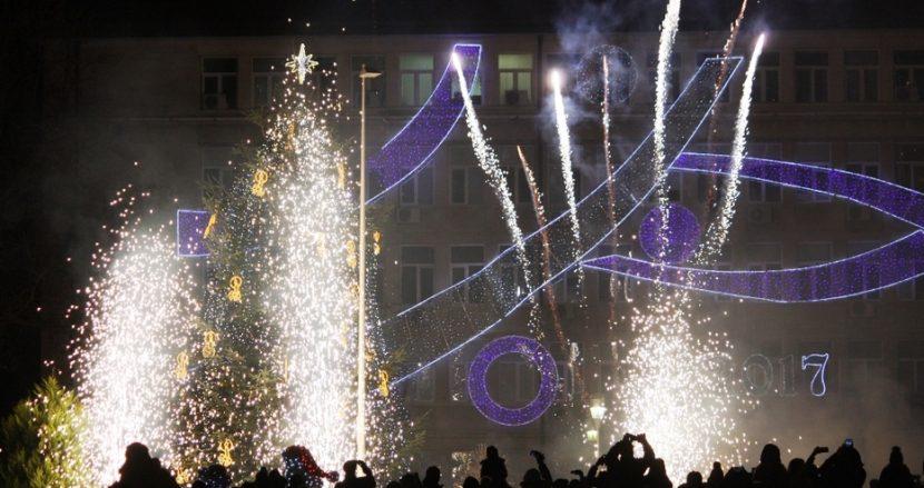 Коледната елха светва по традиция светва на Никулден