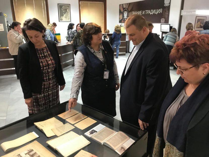 Евродепутатът Емил Радев направи седмо дарение от книги за варненската библиотека