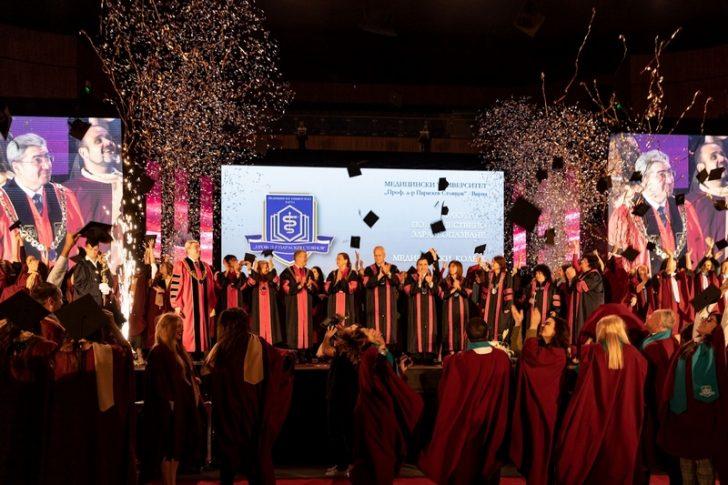 Випуск 2019 на Факултета по обществено здравеопазване се дипломира официално