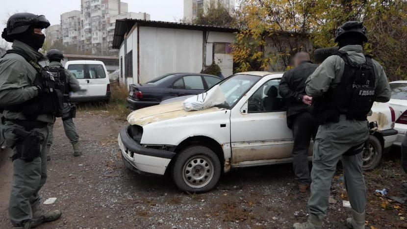 Мощен удар на ГДБОП във Варна и страната (видео/снимки)