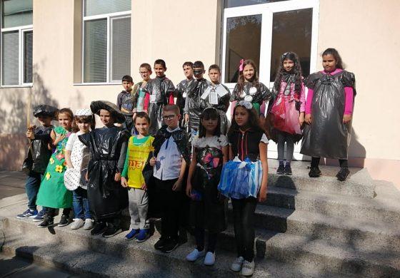 Деца от Дългопол представиха еко ревю (снимки)