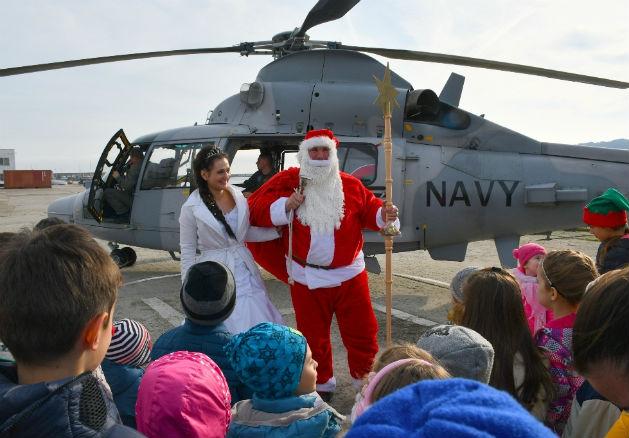 С извънреден полет пристигнаха Дядо Коледа и Снежанка във Варна (снимки)