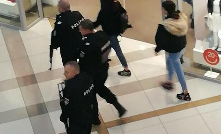Като във холивудски екшън, мъже с автомати нахлуха във варненски мол