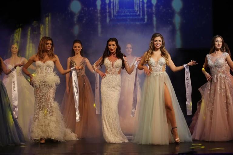 Новата Мис България пълна с голи снимки