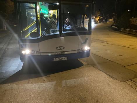 Водач на автобус от градския транспорт във Варна отказа да качи чакащи на спирка