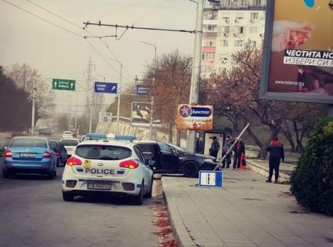 В центъра на Варна: Шофьор удари мъж и избяга