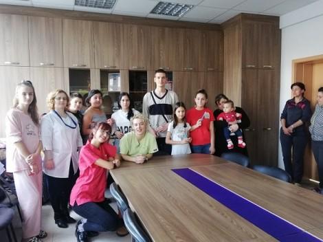 Студенти изнесоха презентация във варненска клиника за здравето на детските зъбки