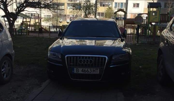 Читателка на Будна Варна: нагло паркирал колата си, пречи на децата ни да стигнат детската площадка