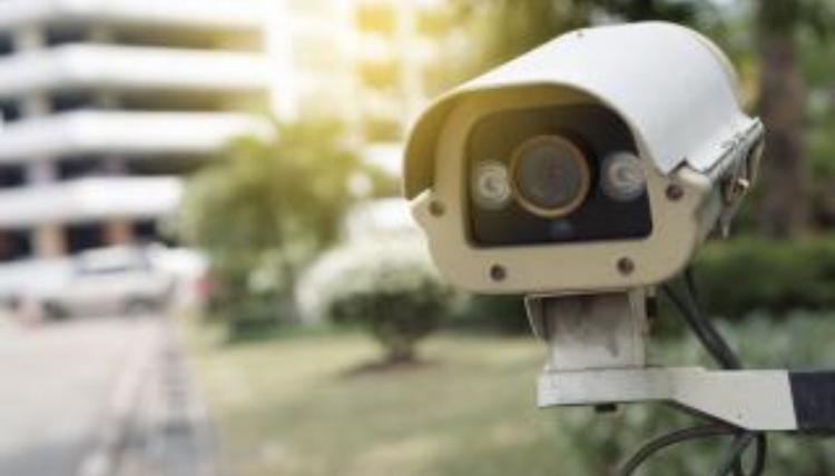 Как се създава конфликт за да окрадеш телефон, но камерите те издават