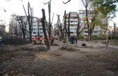 Обновяват градинката на бул.
