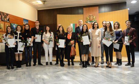 Връчиха отличия на млади варненски учители (снимки)