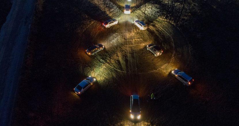Варненци направиха уникална елха от автомобили (снимки)