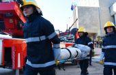 Доброволци и огнеборци направиха зрелищна демонстрация по спасяване при пожар във Варна (СНИМКИ)