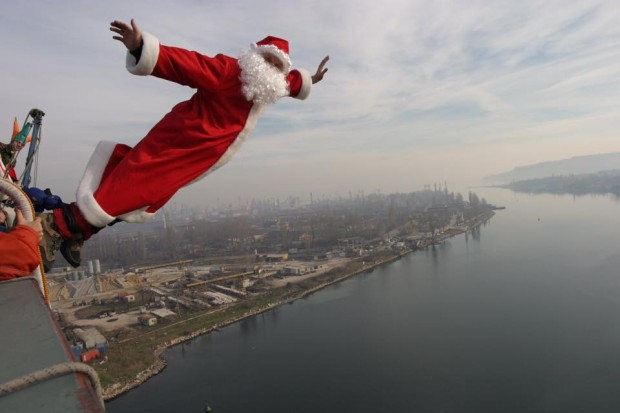 Дядо Коледа скочи от Аспаруховия мост