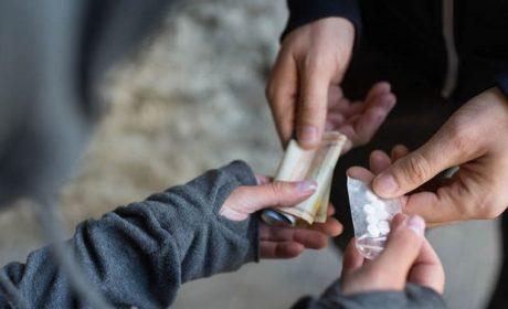 Задържаха двама с наркотици във Варна
